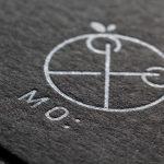 ヘアサロンのショップカードを黒紙に銀の活版印刷