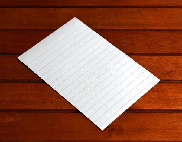 机に置かれた便箋